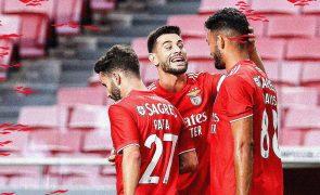 Benfica vence por dois sem resposta e defronta o PSV no play-off