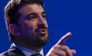 Covid-19: Ministro da Educação remete para autoridades de Saúde decisão sobre testes ou nova vacina