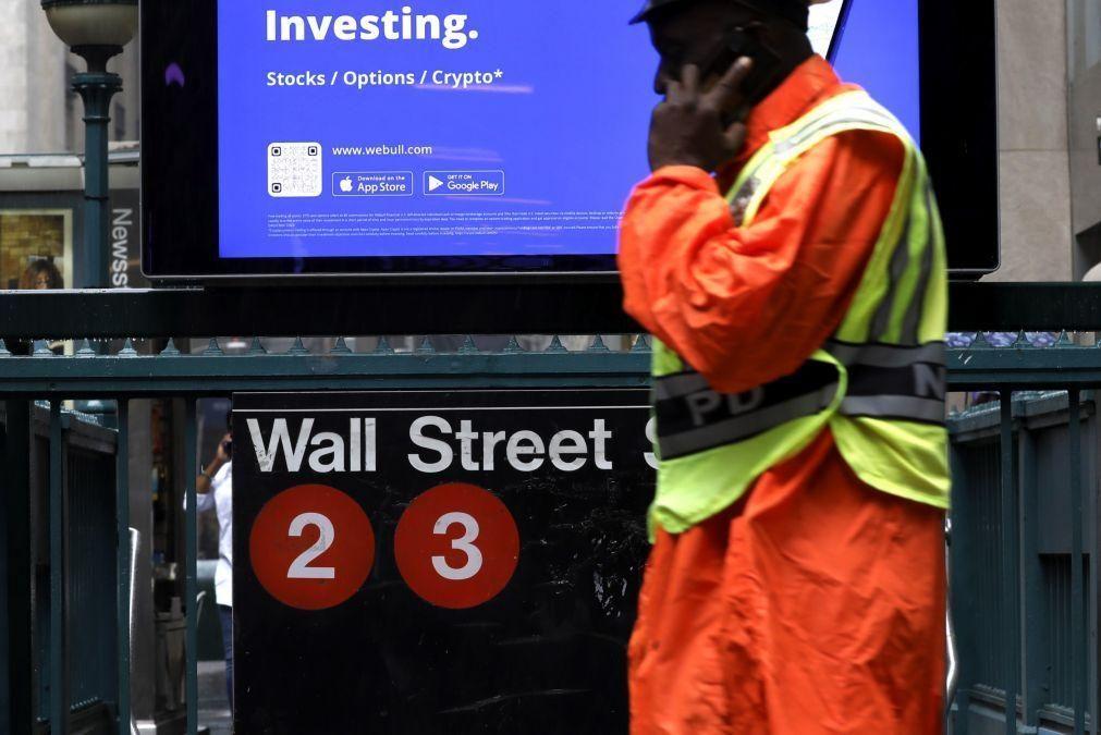Dow Jones e S&P500 fecham em máximos após Senado dos EUA aprovar plano de investimentos