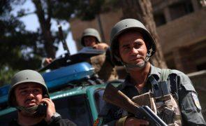 Afeganistão: Centenas de soldados renderam-se aos talibãs no aeroporto de Kunduz