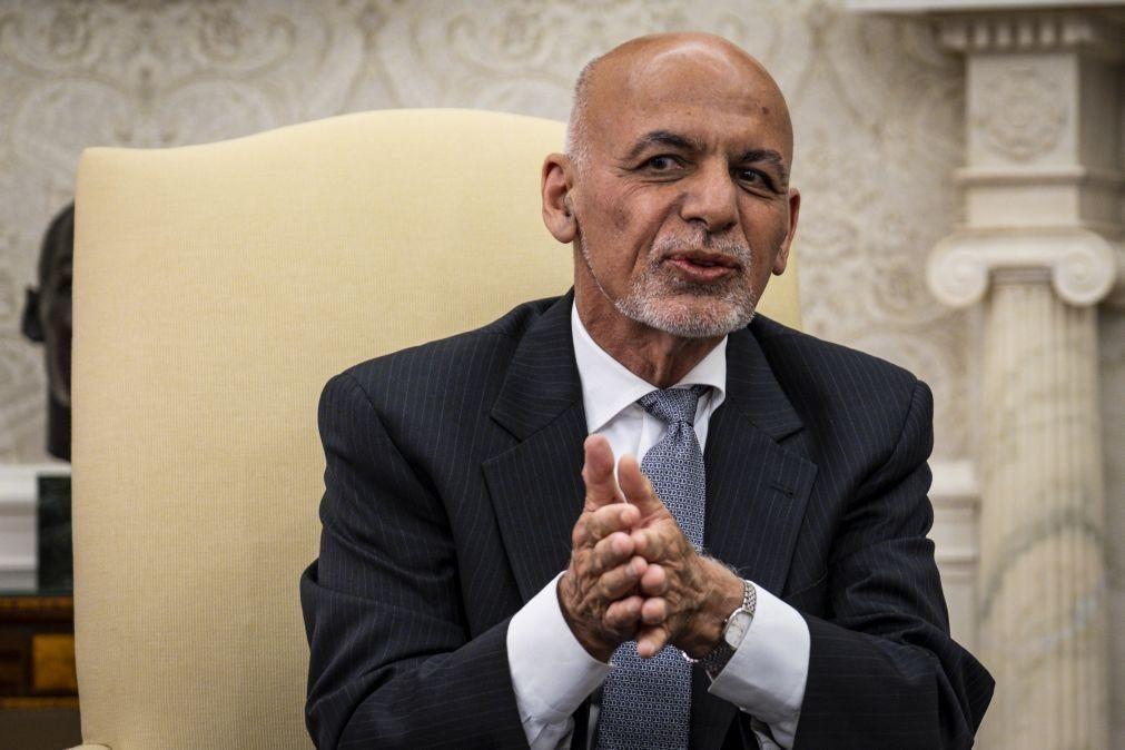 Afeganistão: Presidente desloca-se à cidade de Mazar-i-Sharif para coordenar resposta a talibãs