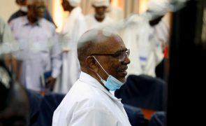 Sudão vai entregar antigo Presidente Omar al-Bashir ao TPI por crimes em Darfur
