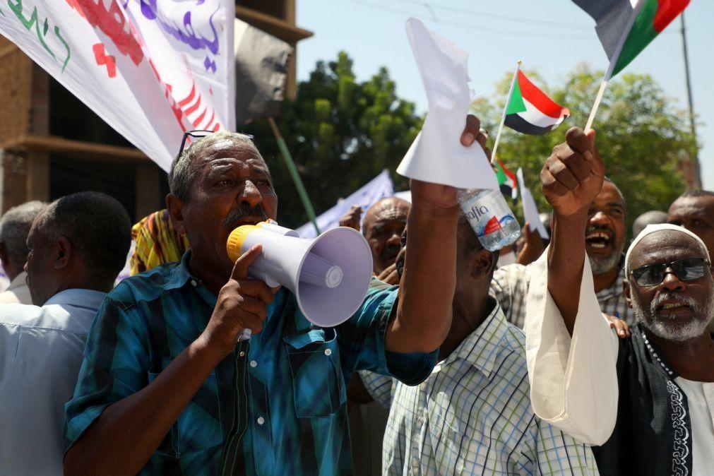 EUA apoiam Sudão na decisão de entregar ex-presidente ao TPI por genocídio no Darfur