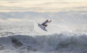 Frederico Morais nos 'oitavos' do circuito mundial de surf no México