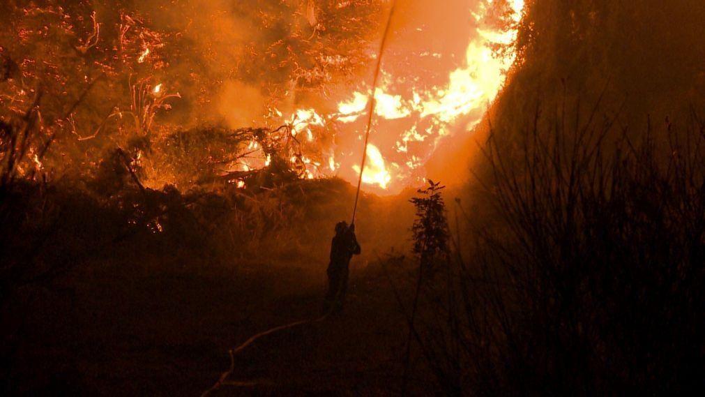 Várias frentes de fogo continuam ativas na Grécia apesar das chuvas