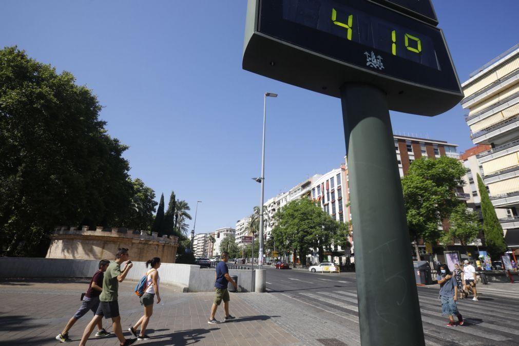 Covid-19: Incidência cai em Espanha para menos de 500 casos pela primeira vez num mês