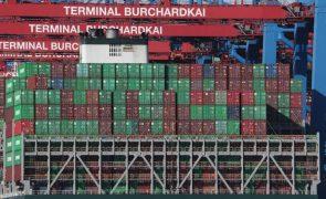 Excedente do comércio externo de bens da zona euro desce para 18 mil ME em junho