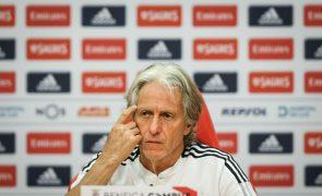 Jesus assume que entrada de João Mário deu estabilidade à equipa do Benfica