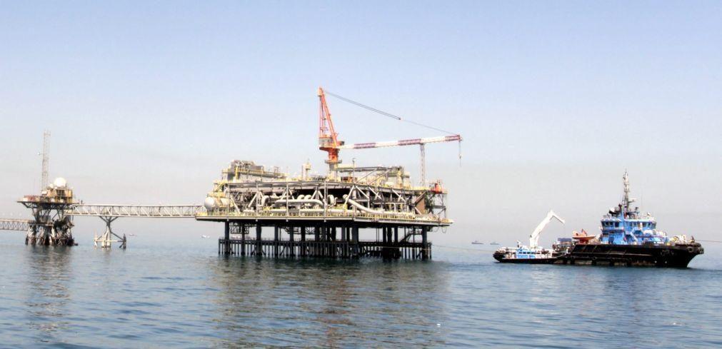 Cotação do barril Brent desce 1,11% para 70,54 dólares