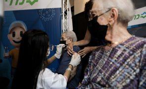 Covid-19: Israel administra terceira dose da vacina a pessoas com 50 ou mais anos