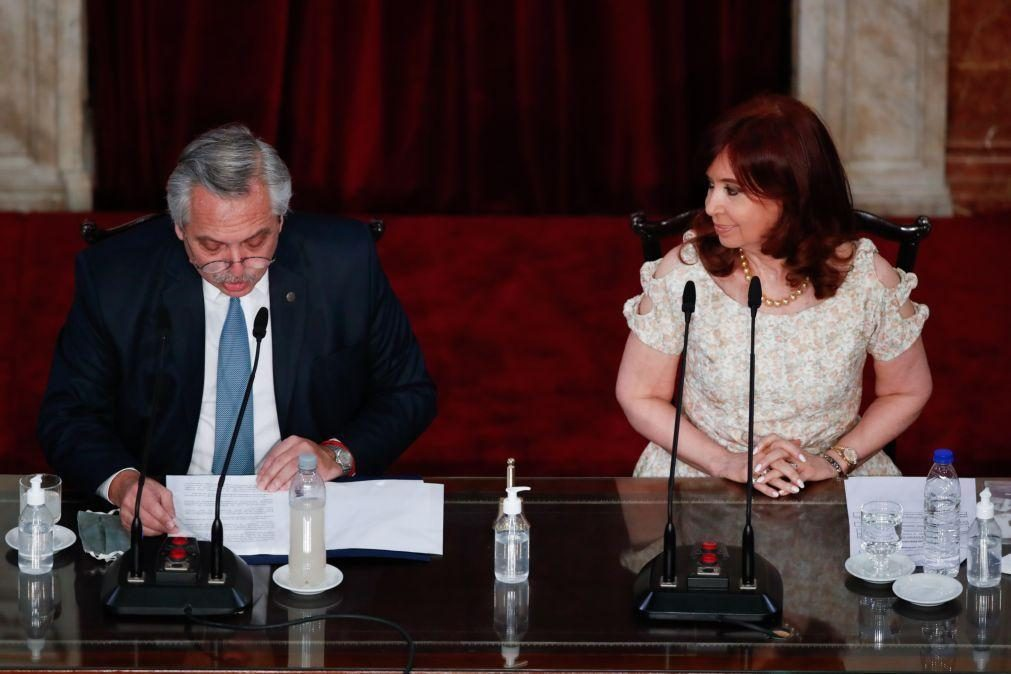 Covid-19: Presidente da Argentina lamenta festa durante pandemia, oposição pede demissão