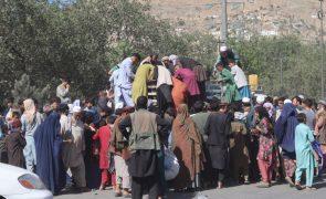 Afeganistão: Human Rights Watch apela a países que ajudem afegãos civis em perigo