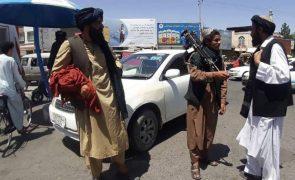 Talibãs já controlam 18 capitais de província afegãs