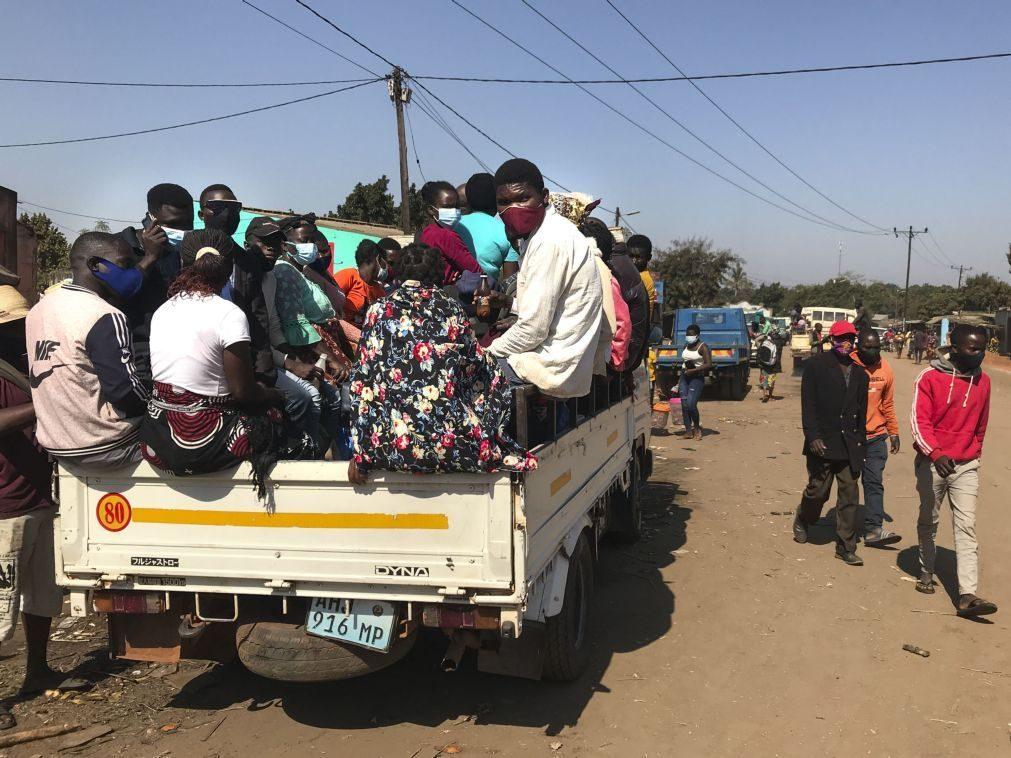 Covid-19: Passageiros ainda resistem a máscaras no centro de Moçambique apesar de aumento de casos