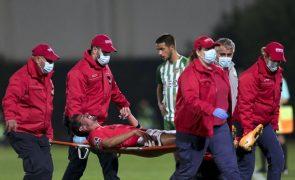 André Almeida regressa aos convocados do Benfica quase 10 meses depois
