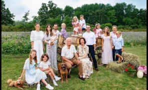 Carl Philip e Sofia da Suécia batizam filho mais novo em cerimónia especial e restrita
