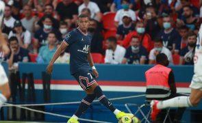 Paris Saint-Germain vence e assume liderança isolada em França