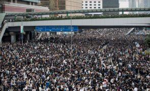 Hong Kong: Coligação que promoveu maiores protestos  pró-democracia anuncia dissolução