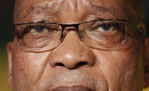 Ex-Presidente da África do Sul Jacob Zuma operado