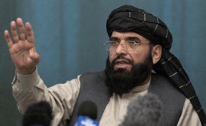 Afeganistão: Talibãs querem transição pacífica de poder nos próximos dias