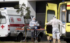 Covid-19: Rússia ultrapassa as 800 mortes diárias pelo quarto dia consecutivo