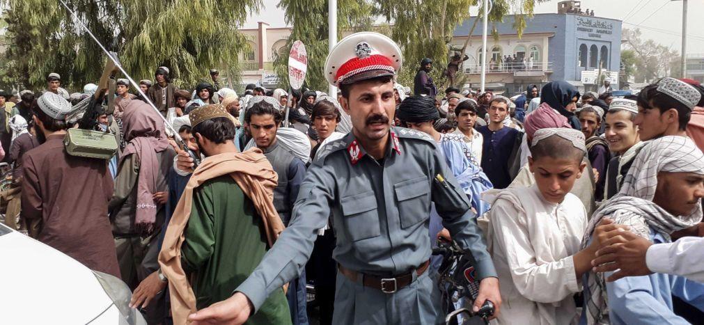 Afeganistão: Talibãs já entraram em Cabul