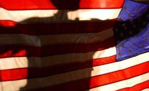 Afeganistão: Bandeira norte-americana retirada da embaixada de Cabul