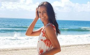 Andreia Dinis exibe rabiosque e mostra-se a fazer topless