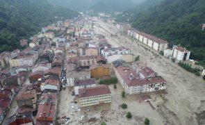 Número de mortos causado por inundações na Turquia sobe para 70