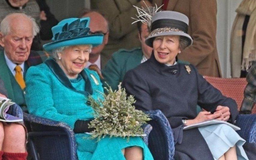 Príncipe Carlos Assinala aniversário da irmã, princesa Ana, com foto inédita dos dois
