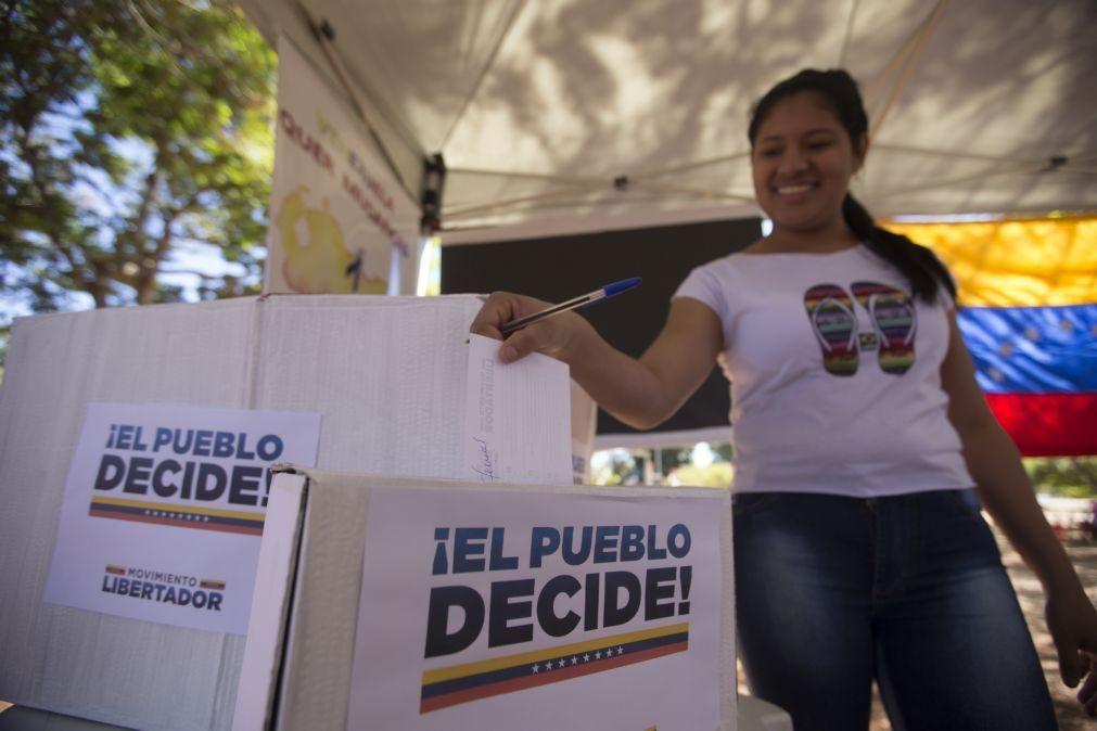 Venezuela: Grande afluência para participar em plebiscito simbólico contra Maduro