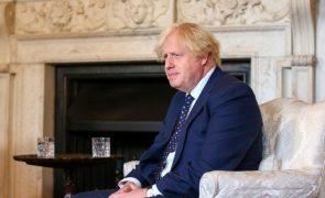 Afeganistão: Boris Johnson pretende reunião do G7 para unificar abordagens