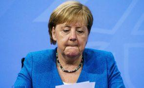 Afeganistão: Merkel reconhece erro ao avaliar situação no país