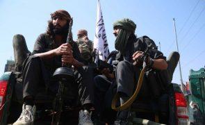 Talibãs dizem querer mulheres no governo do Afeganistão