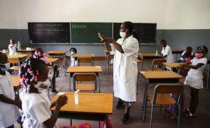 Estudantes angolanos contestam exigência de média de 14 para formação superior de professores