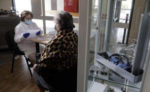Covid-19: Estudo revela que 63% dos idosos têm anticorpos seis meses após vacinação