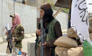 Jornalista afegã diz ter sido impedida de trabalhar por talibãs