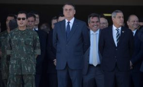 Bolsonaro reafirma que pedirá afastamento de dois juízes do Supremo brasileiro