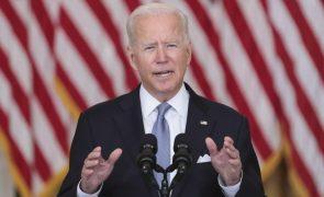 Afeganistão: Democratas pedem explicações a Biden por retirada caótica