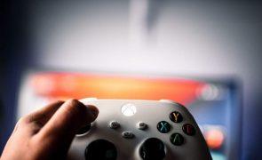 Mãe esfaqueia filho por não parar de jogar videojogos