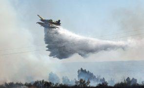 Nove meios aéreos no combate ao incêndio de Odemira