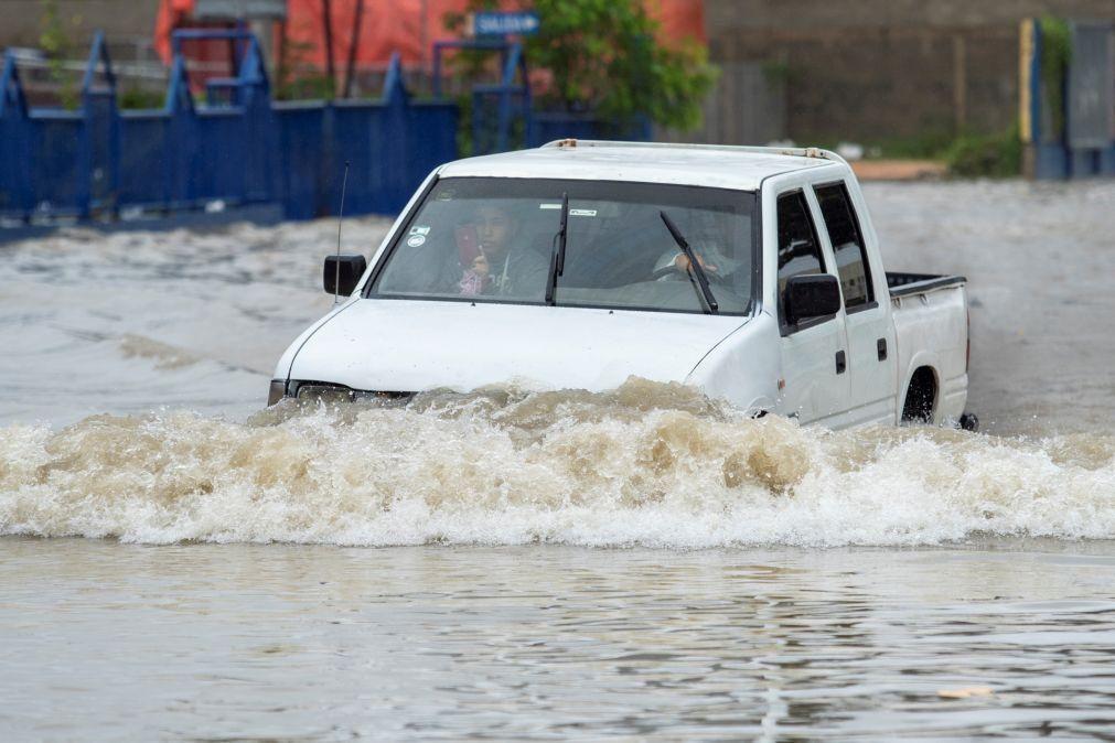 Furacão Grace avança pela península do Iucatão com fortes chuvas