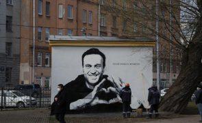 Navalny assinala um ano após ter sido envenenado pedindo combate à corrupção