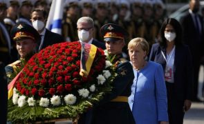 Rússia e Alemanha devem continuar a dialogar apesar das suas diferenças -- Merkel