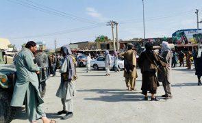 Afeganistão: Chefes de diplomacia da NATO exortam talibãs a facilitar evacuação