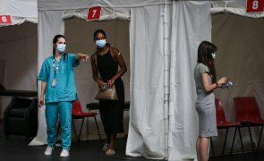 Covid-19: Governo diz que decisão sobre terceira dose da vacina cabe à DGS
