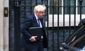 Afeganistão: Governo britânico rejeita críticas à retirada de britânicos e afegãos