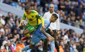Manchester City goleia Norwich e soma primeira vitória com trio luso a titular