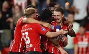 PSV, adversário do Benfica na LC, goleia Cambuur