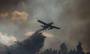 Incêndios: Fogo em Salvaterra de Magos causa um ferido ligeiro e corte da linha de Vendas Novas
